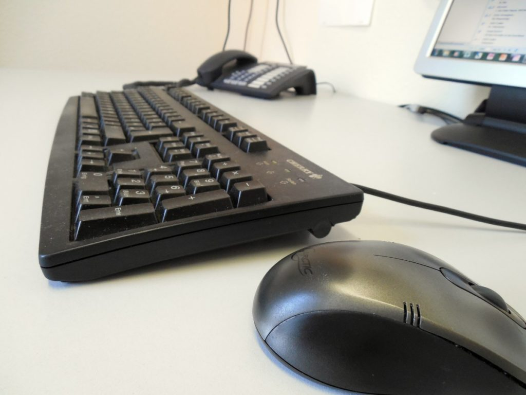 keyboard_mouse_phone_desk_workplace_work_office_calculator-936201.jpg!d